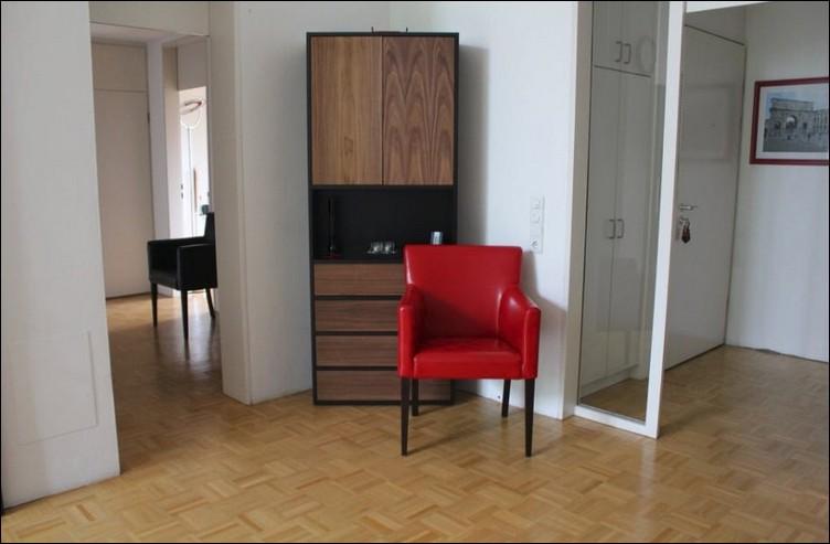 interior dengan lemari